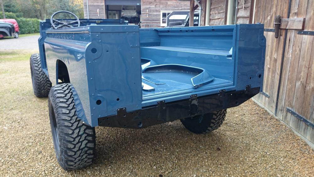 Click image for larger version  Name:1988 Land Rover Defender 110 soft top LHD Arles Blue 2.5 Td day 2 rear.jpg Views:629 Size:107.7 KB ID:107401