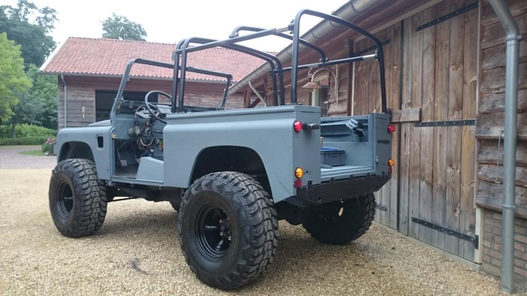 Click image for larger version  Name:1988 LR LHD 90 2.5 Td LineX Gray building day 3 left rear.jpg Views:218 Size:95.2 KB ID:127211