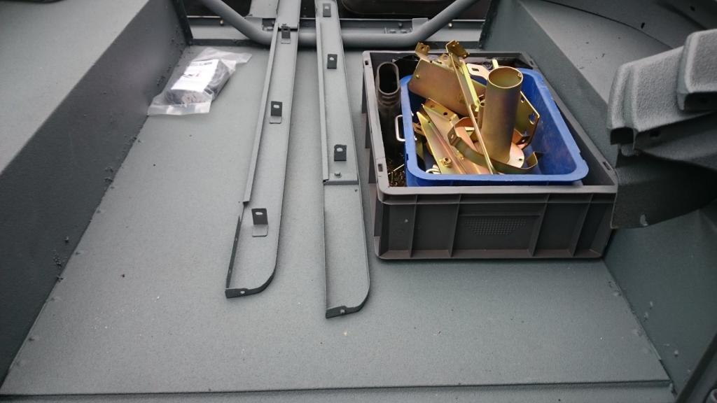 Click image for larger version  Name:1988 LR LHD 90 2.5 Td LineX Gray building day 3 loadfloor.jpg Views:283 Size:61.8 KB ID:128283
