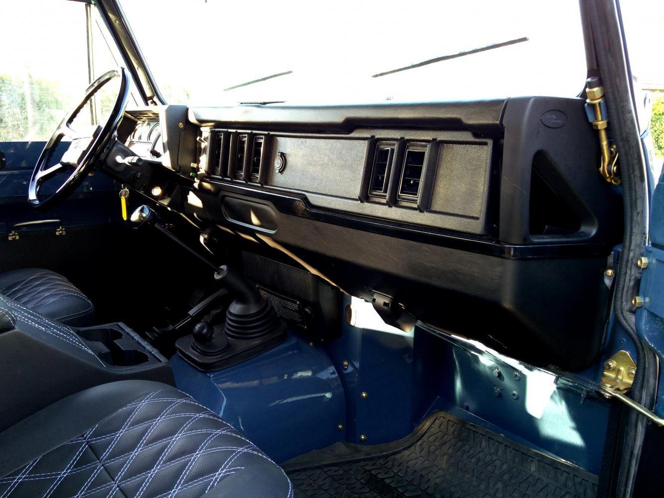 Click image for larger version  Name:1988 LR LHD Defender 110 Arles Blue day 40 dash and trim.jpg Views:34 Size:162.1 KB ID:359441