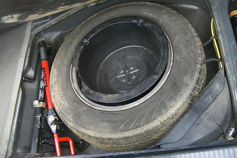Click image for larger version  Name:1989 420SEL SPARE TIRE WELL.jpg Views:147 Size:73.3 KB ID:61849