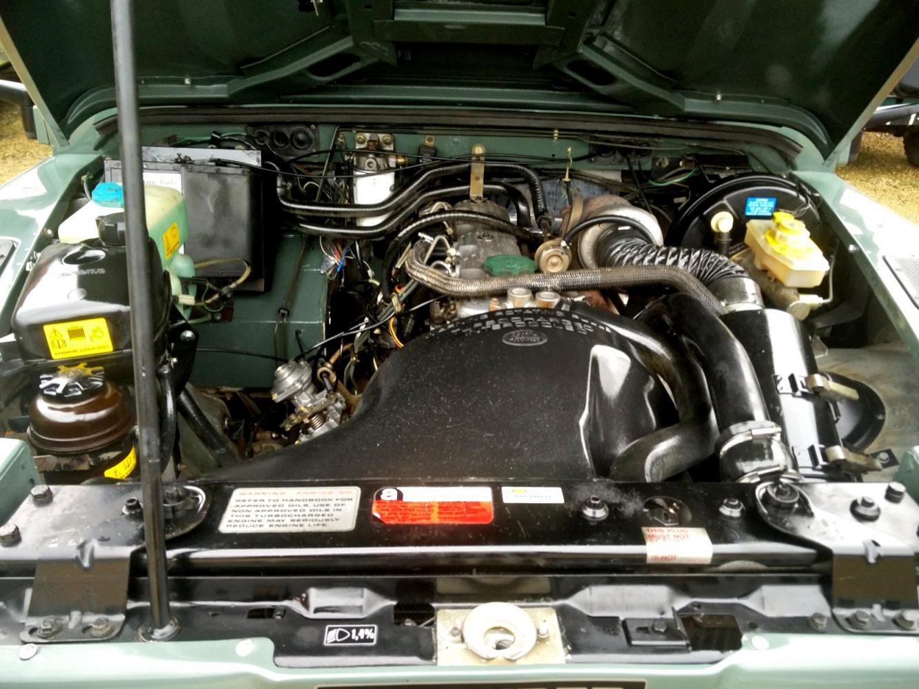 Click image for larger version  Name:1991 LR LHD Defender 90 Keswick Green Tdi 1 engine bay.jpg Views:117 Size:189.5 KB ID:215601