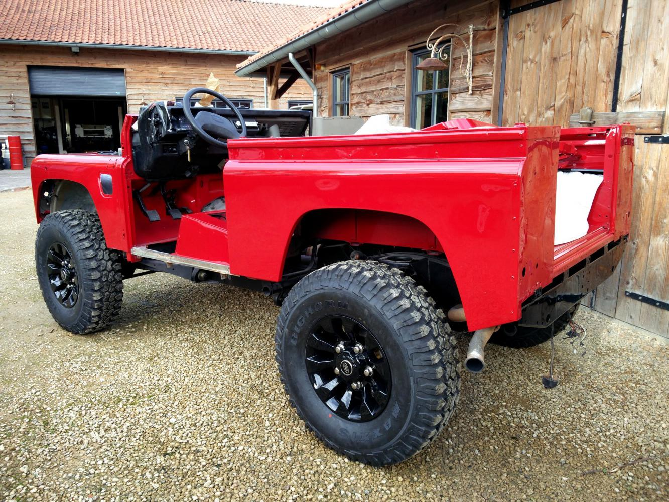 Click image for larger version  Name:1992 LR LHD Defender 90 Red 200 Tdi A day 1 left rear.jpg Views:83 Size:303.9 KB ID:309761