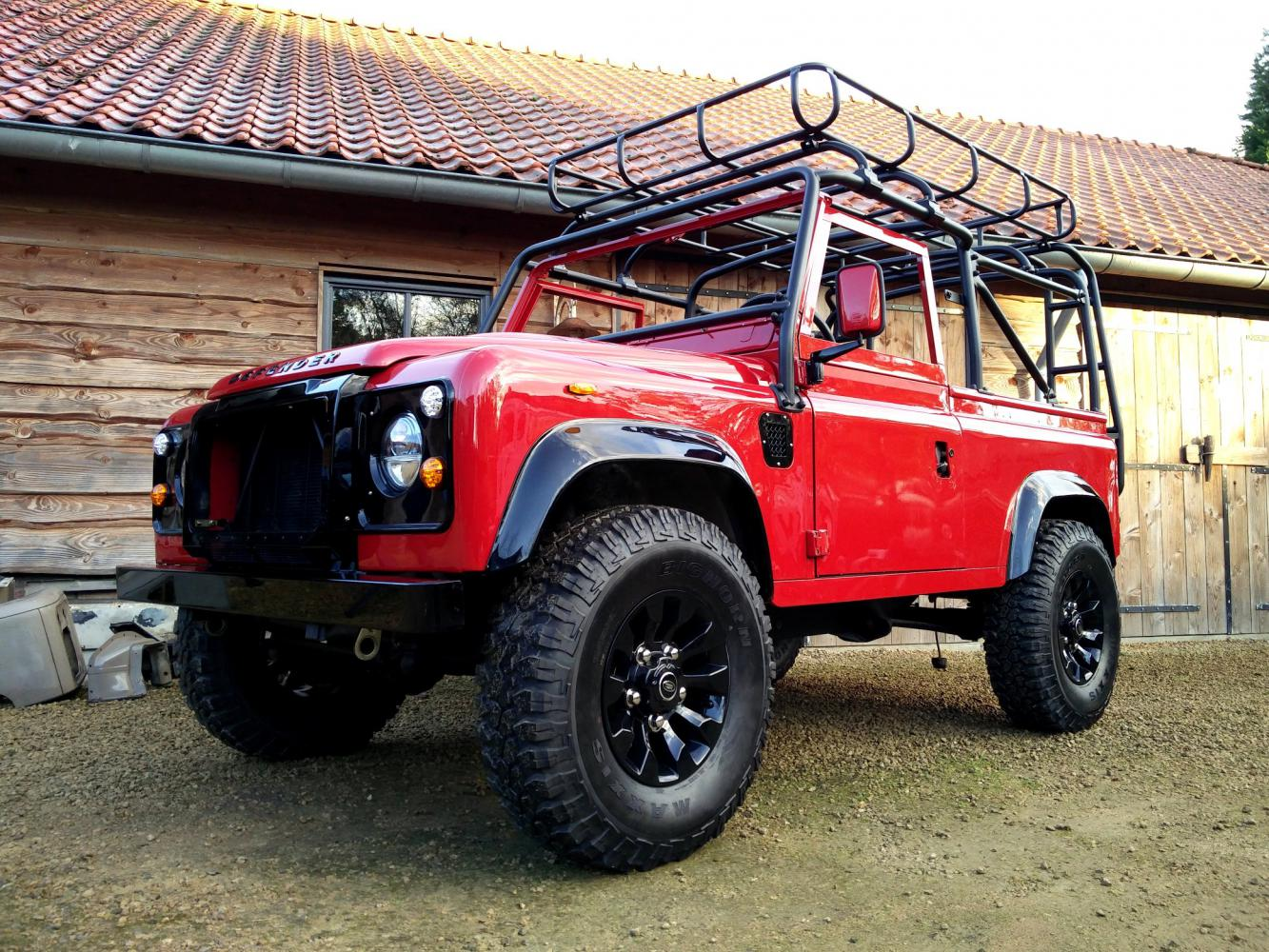Click image for larger version  Name:1992 LR LHD Defender 90 Red 200 Tdi A day 10 left front low.jpg Views:171 Size:280.8 KB ID:322361