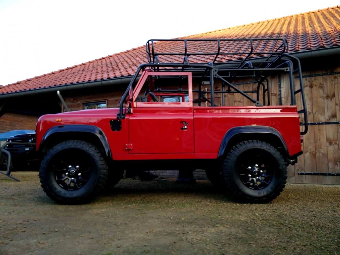 Click image for larger version  Name:1992 LR LHD Defender 90 Red 200 Tdi A day 10  left side low.jpg Views:166 Size:151.6 KB ID:322369