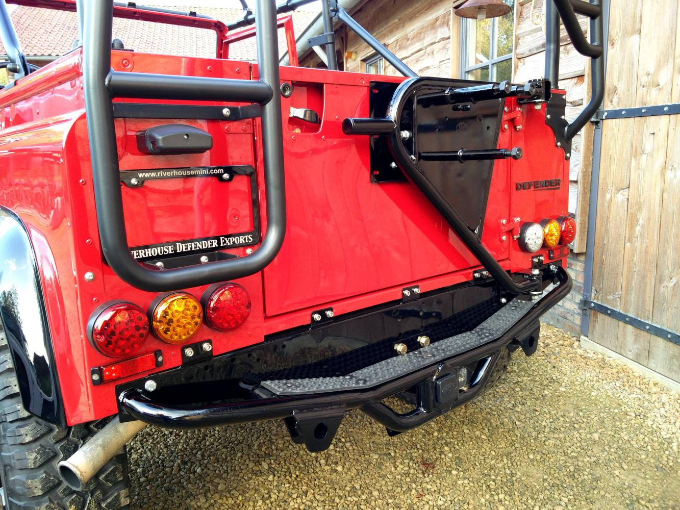 Click image for larger version  Name:1992 LR LHD Defender 90 Red 200 Tdi A day 10 rear close.jpg Views:172 Size:265.2 KB ID:322401