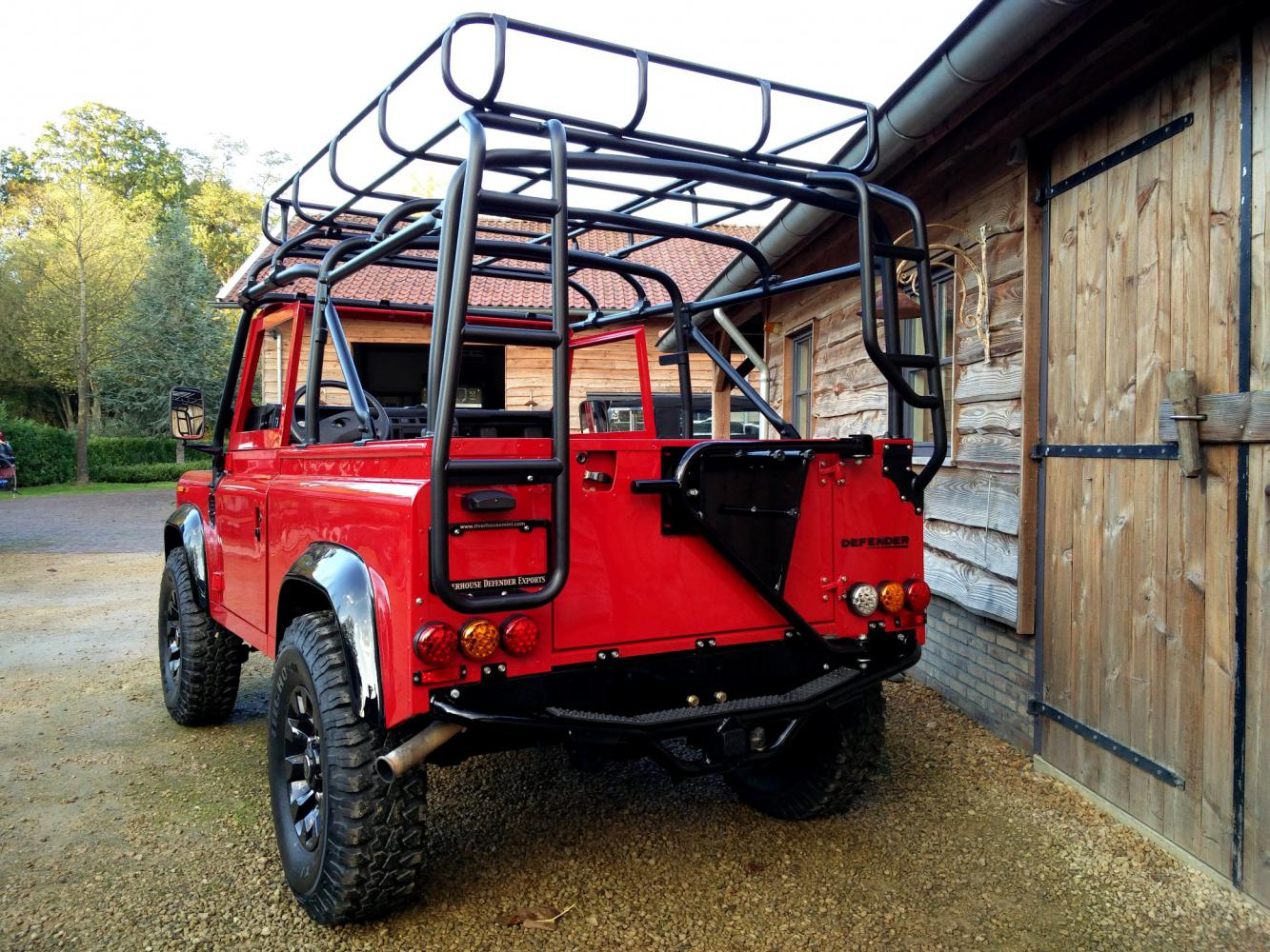 Click image for larger version  Name:1992 LR LHD Defender 90 Red 200 Tdi A day 10  rear.jpg Views:168 Size:263.0 KB ID:322385