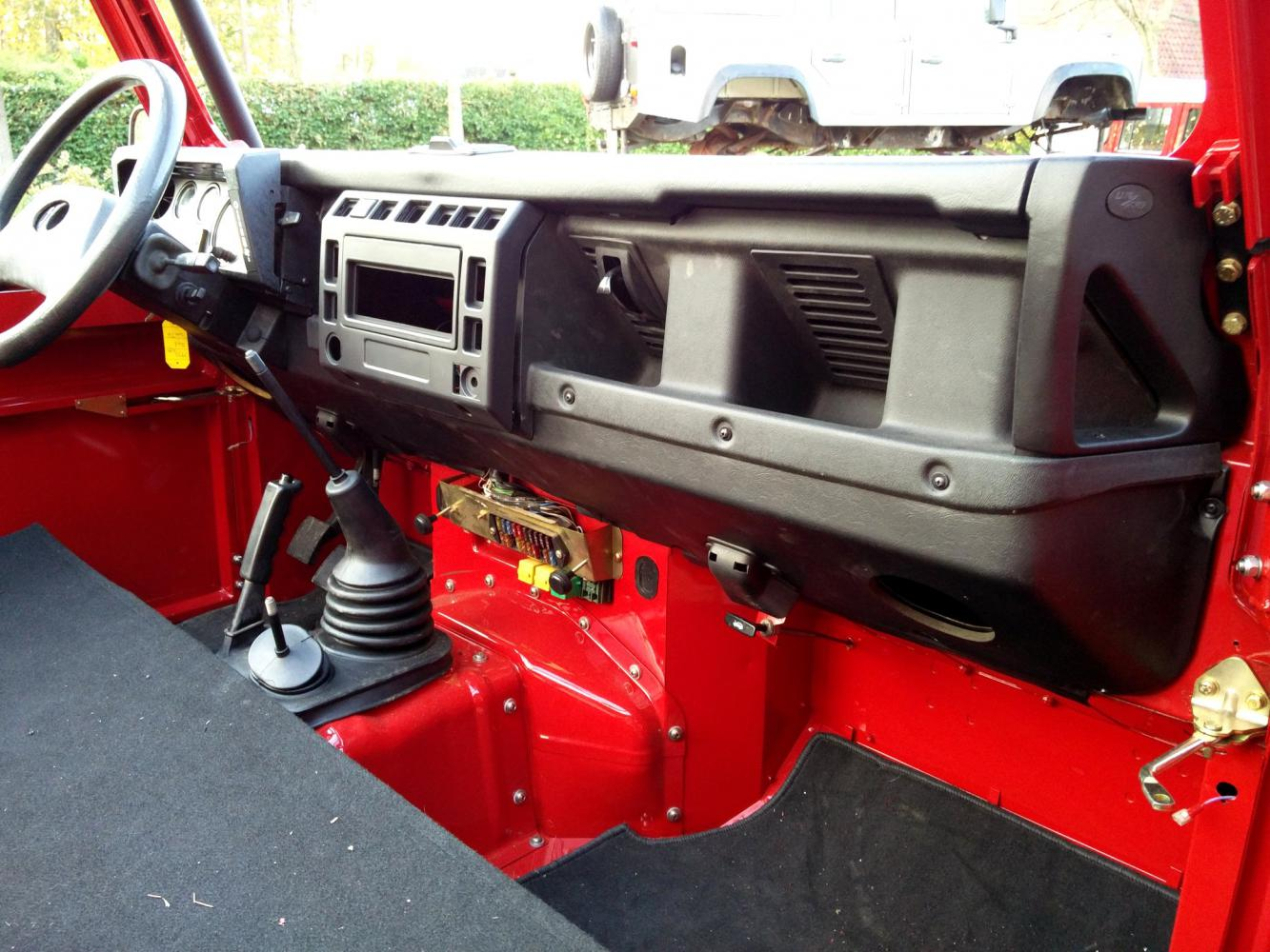 Click image for larger version  Name:1992 LR LHD Defender 90 Red 200 Tdi A day 10 TD5 dash conversion.jpg Views:180 Size:174.8 KB ID:322409