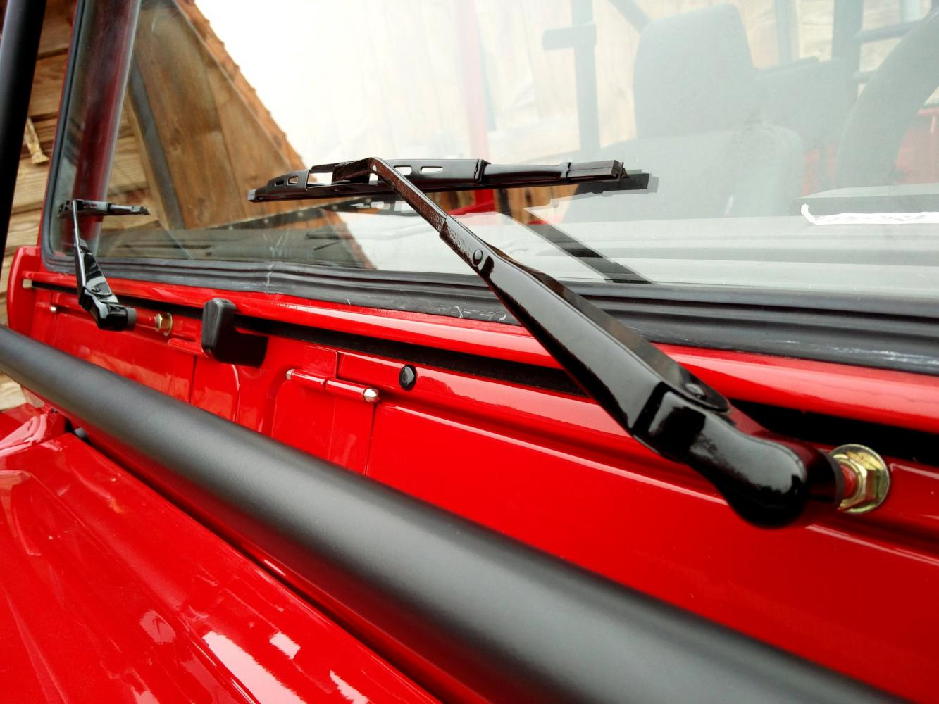 Click image for larger version  Name:1992 LR LHD Defender 90 Red 200 Tdi A day 15  close wipers.jpg Views:60 Size:126.9 KB ID:323833