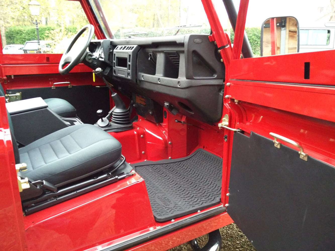 Click image for larger version  Name:1992 LR LHD Defender 90 Red 200 Tdi A day 15 dash and trim.jpg Views:60 Size:160.3 KB ID:323753
