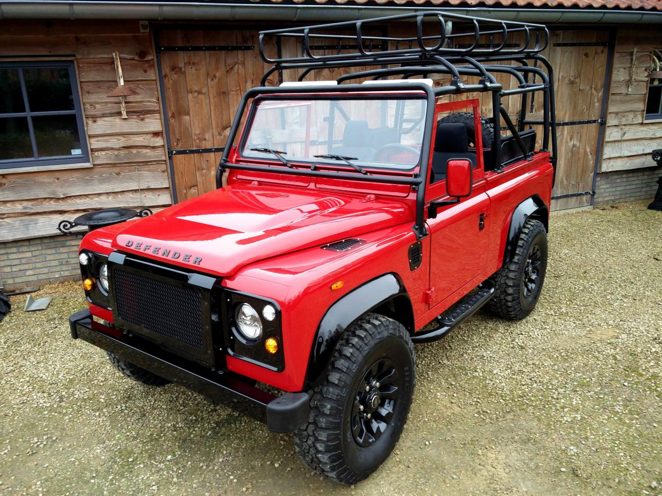 Click image for larger version  Name:1992 LR LHD Defender 90 Red 200 Tdi A day 15 left front top.jpg Views:53 Size:285.4 KB ID:323721