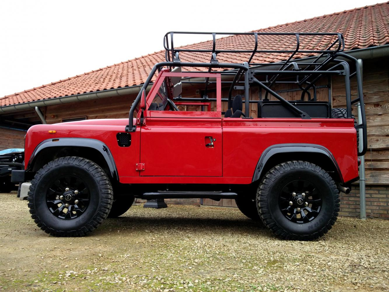 Click image for larger version  Name:1992 LR LHD Defender 90 Red 200 Tdi A day 15 left side low.jpg Views:50 Size:240.2 KB ID:323729