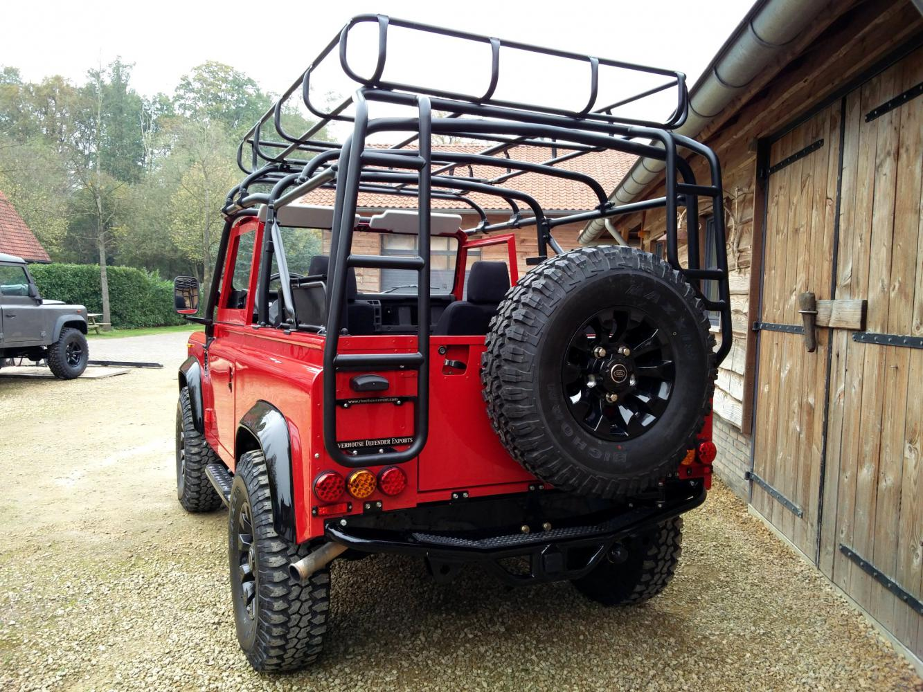 Click image for larger version  Name:1992 LR LHD Defender 90 Red 200 Tdi A day 15 rear.jpg Views:55 Size:260.0 KB ID:323745