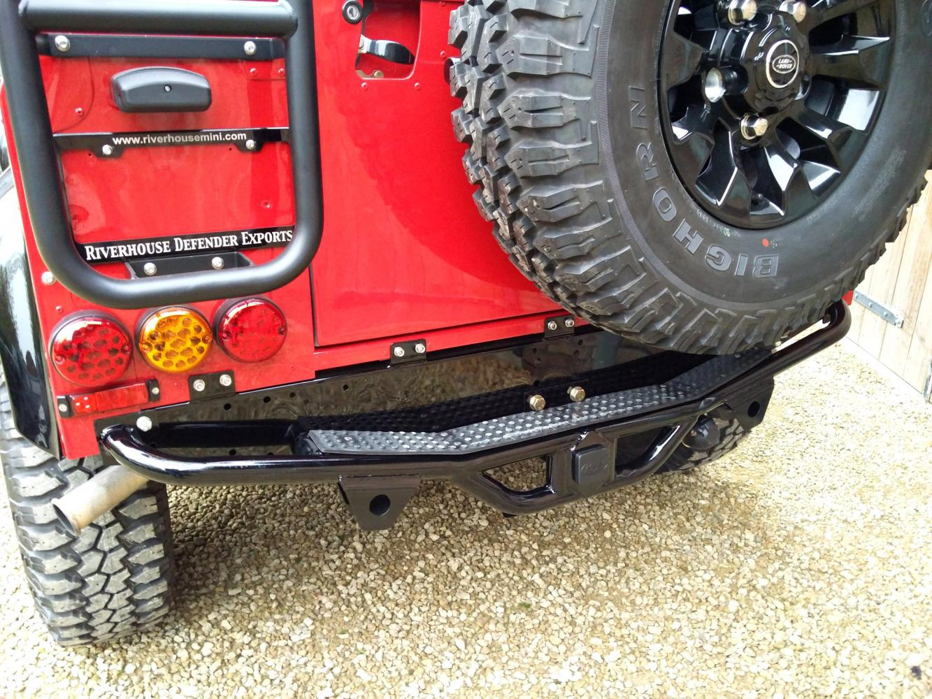 Click image for larger version  Name:1992 LR LHD Defender 90 Red 200 Tdi A day 15 rear step close.jpg Views:52 Size:248.3 KB ID:323777