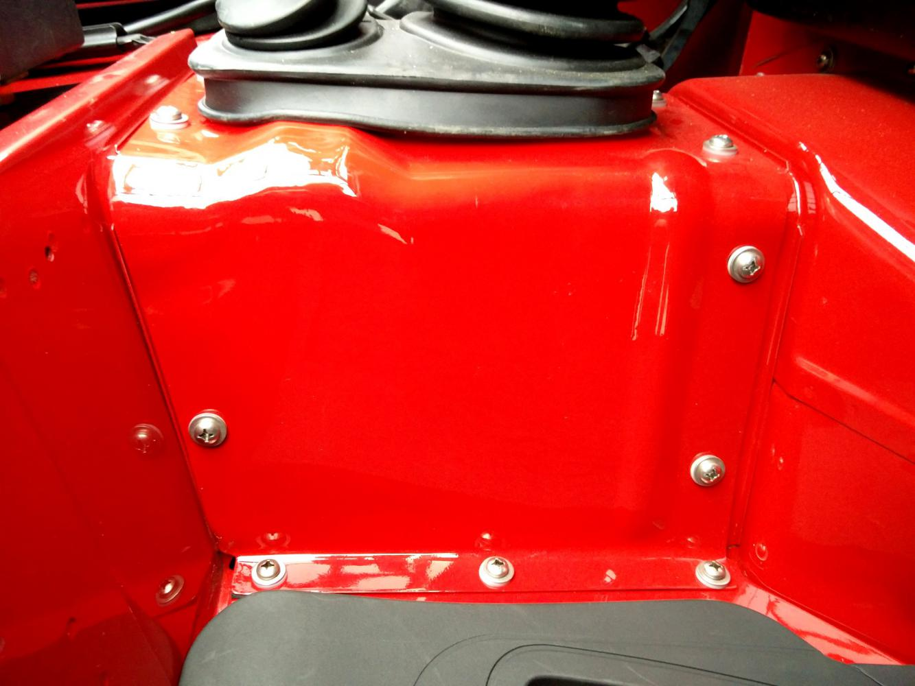 Click image for larger version  Name:1992 LR LHD Defender 90 Red 200 Tdi A day 15 trans tunnel close.jpg Views:57 Size:105.9 KB ID:323801