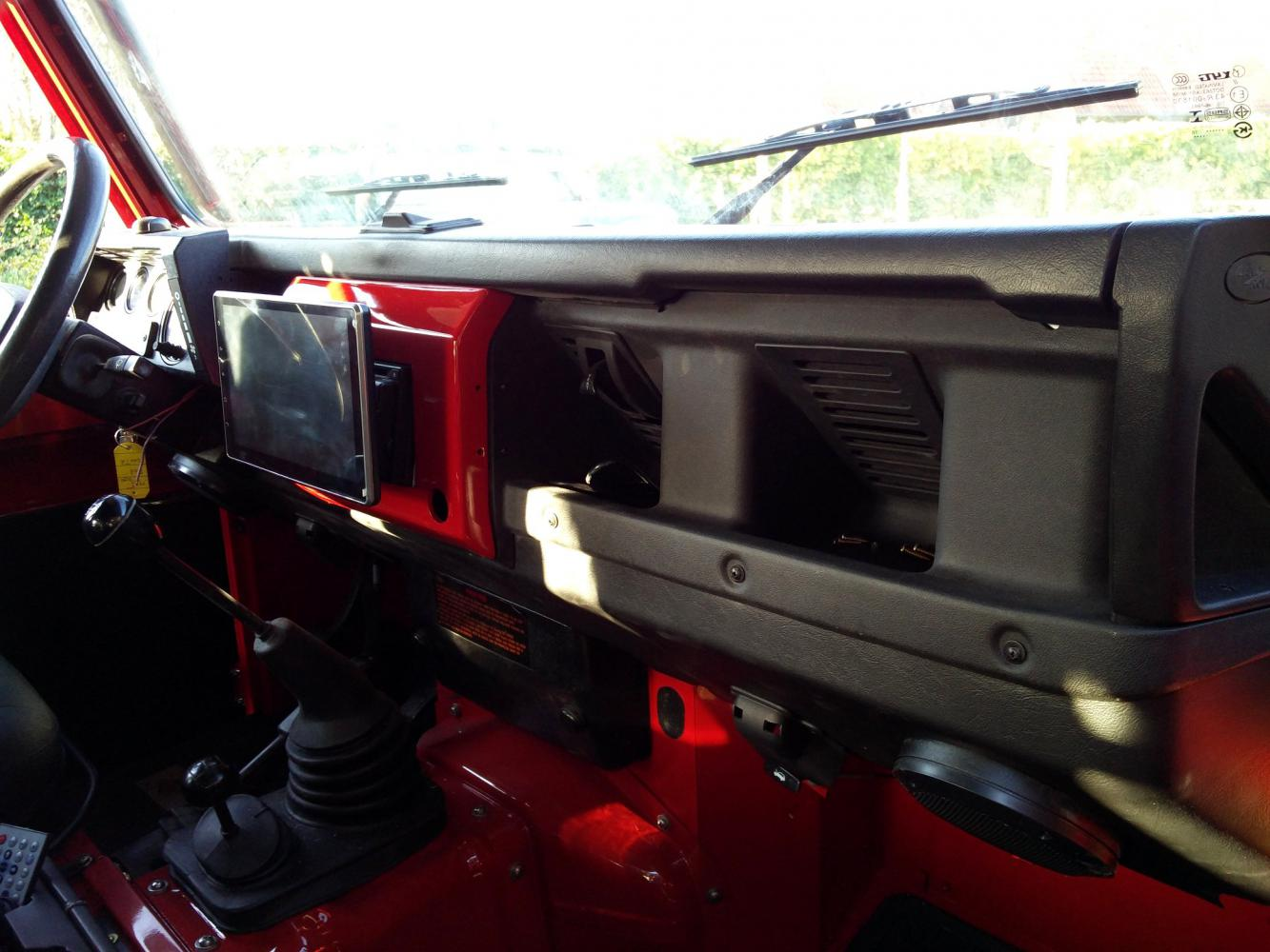 Click image for larger version  Name:1992 LR LHD Defender 90 Red 200 Tdi A ready dash and Android GPS.jpg Views:90 Size:127.0 KB ID:336801