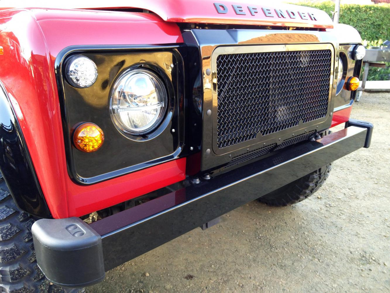 Click image for larger version  Name:1992 LR LHD Defender 90 Red 200 Tdi A ready grill close with NOLDEN headlight.jpg Views:84 Size:220.7 KB ID:336809