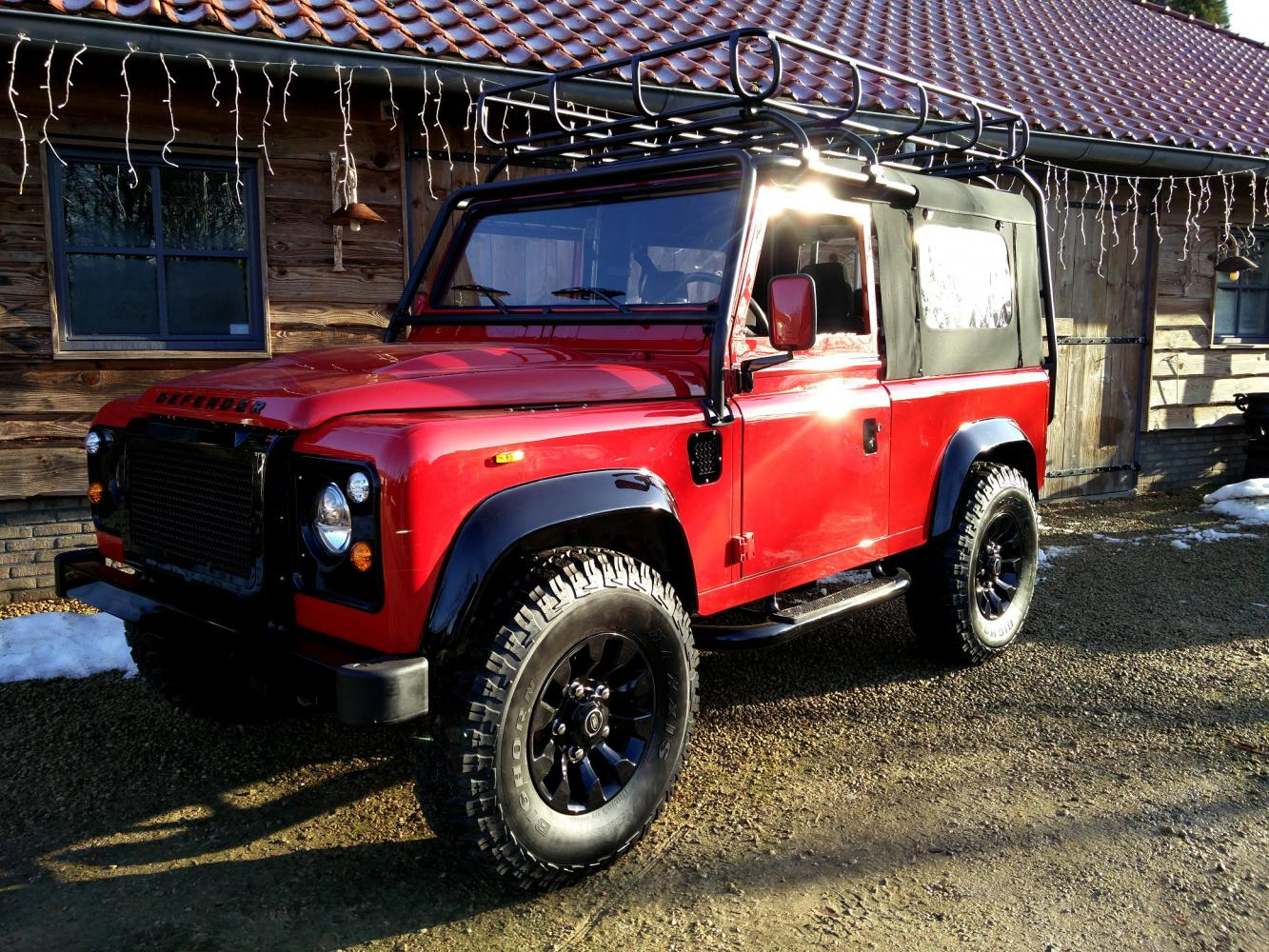 Click image for larger version  Name:1992 LR LHD Defender 90 Red 200 Tdi A ready left front.jpg Views:16 Size:313.5 KB ID:359937