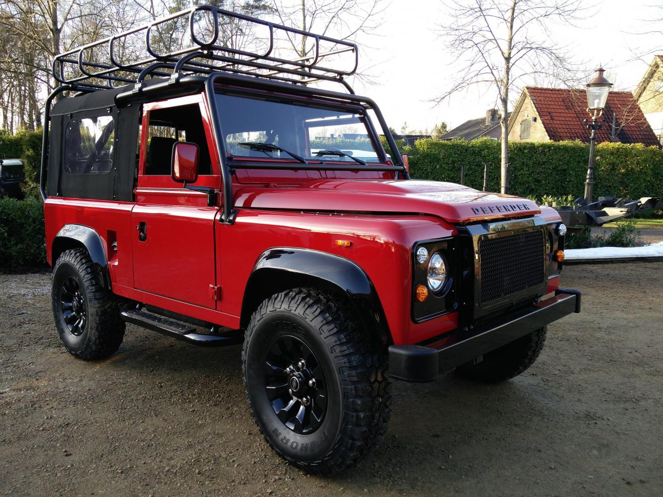 Click image for larger version  Name:1992 LR LHD Defender 90 Red 200 Tdi A ready right front.jpg Views:84 Size:262.6 KB ID:336777
