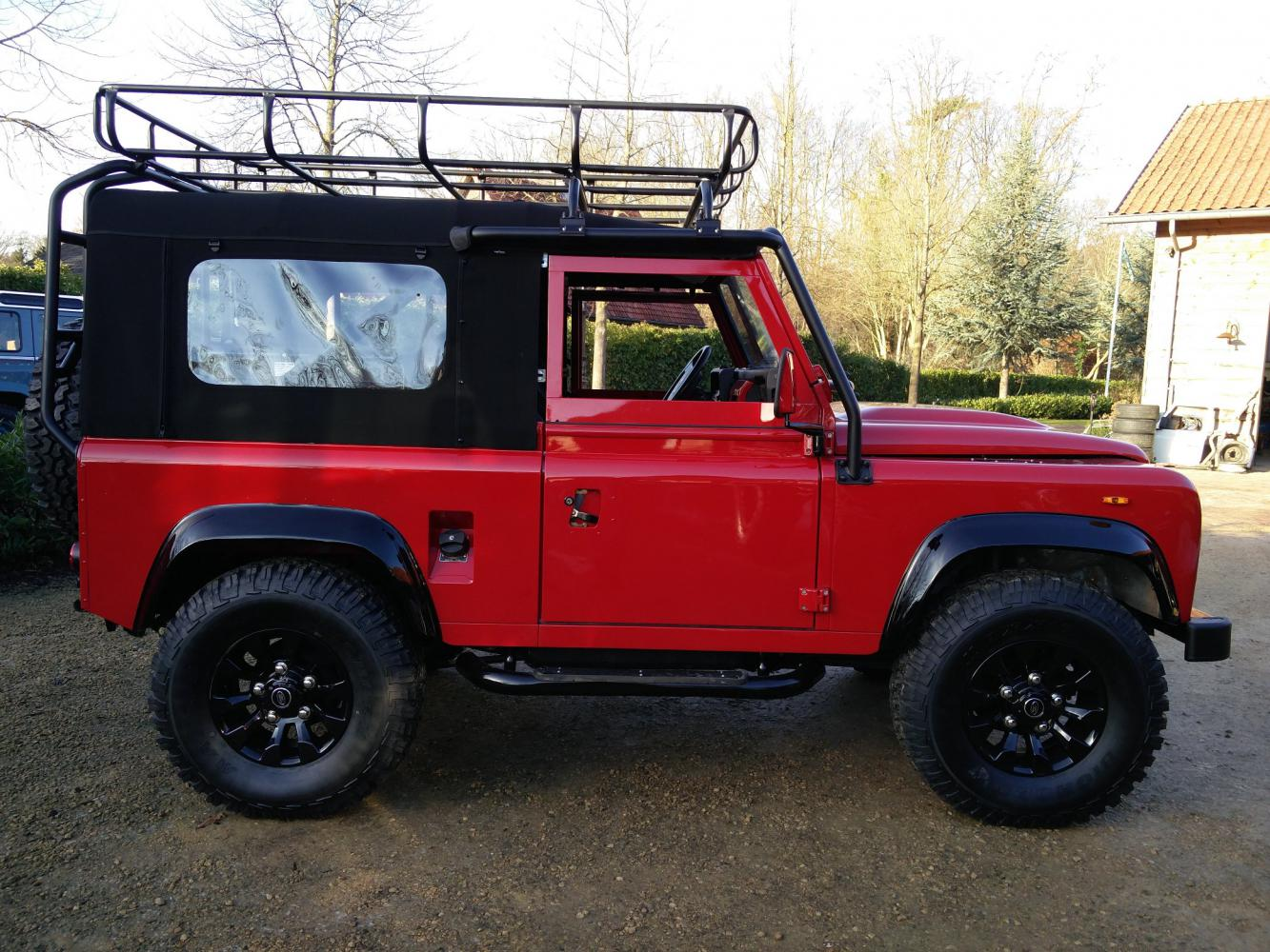 Click image for larger version  Name:1992 LR LHD Defender 90 Red 200 Tdi A ready right side.jpg Views:84 Size:219.4 KB ID:336785
