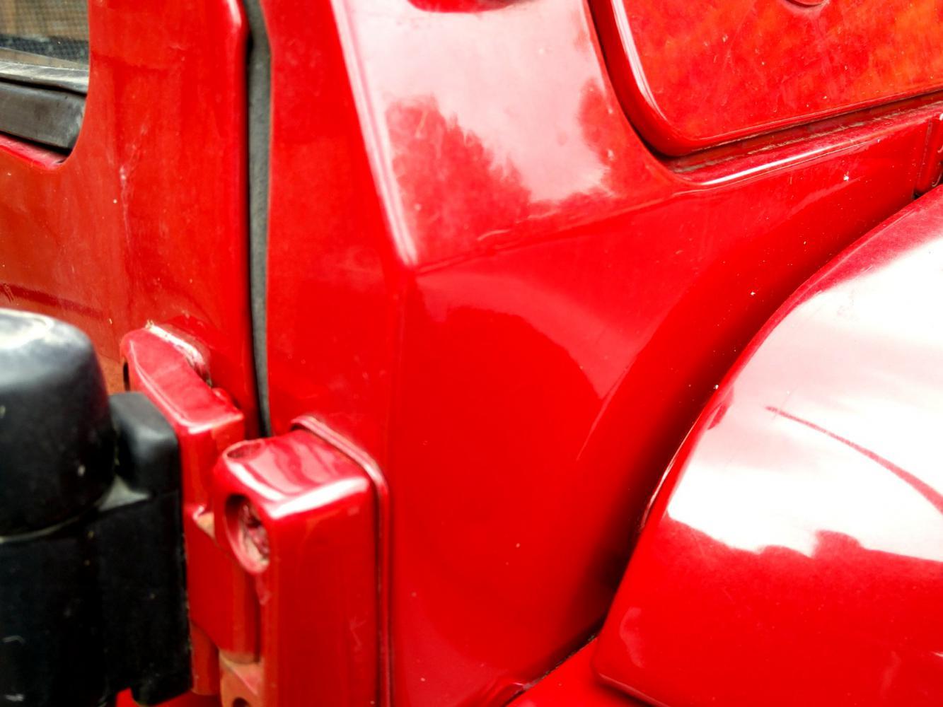 Click image for larger version  Name:1992 LR LHD Defender 90 Red 200 Tdi bulkhead corner RH.jpg Views:147 Size:101.4 KB ID:263730