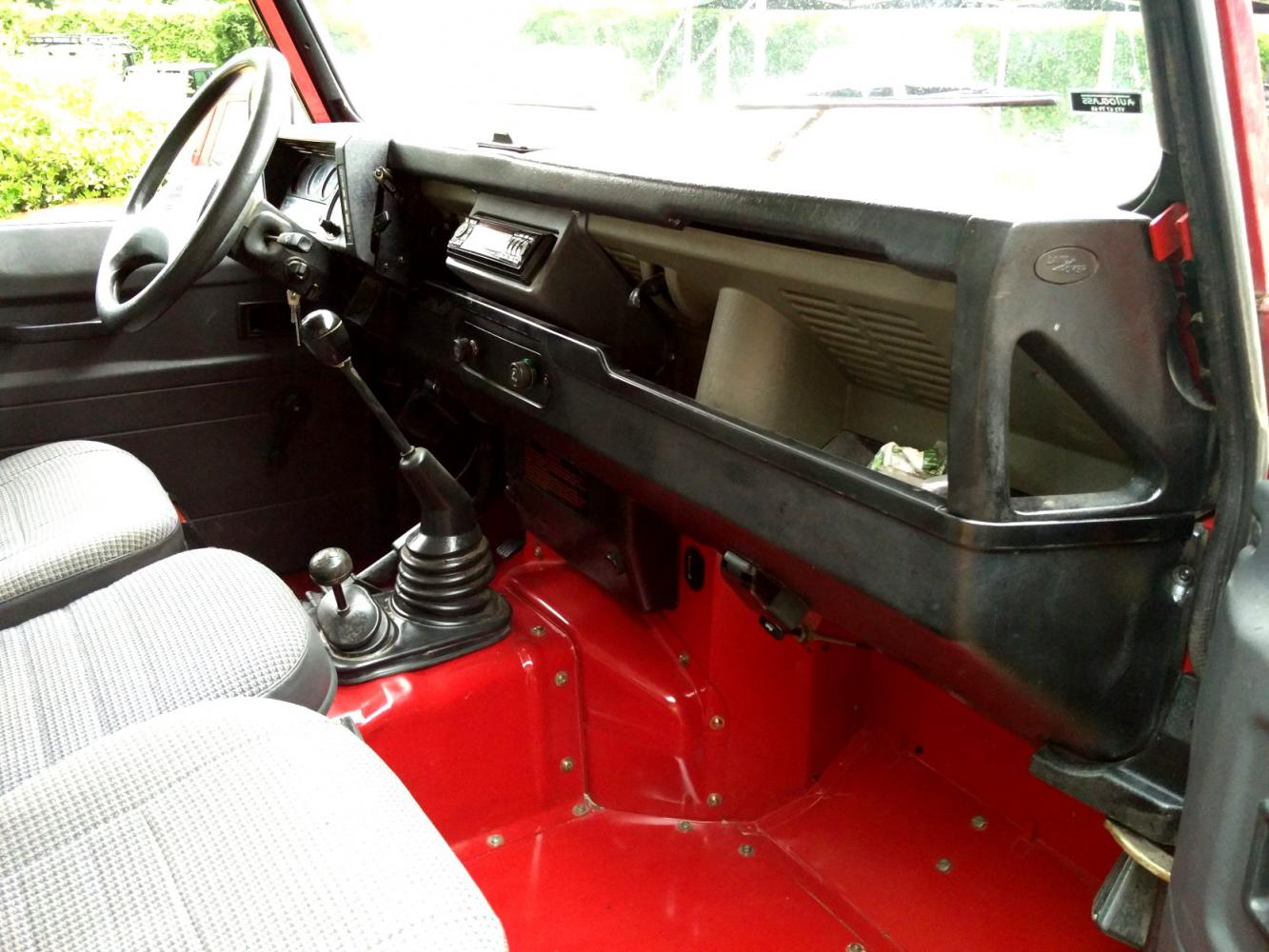 Click image for larger version  Name:1992 LR LHD Defender 90 Red 200 Tdi interior dash and trim.jpg Views:239 Size:149.5 KB ID:263666