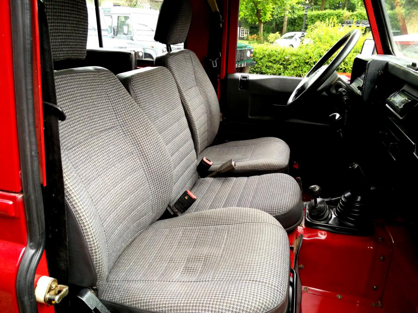 Click image for larger version  Name:1992 LR LHD Defender 90 Red 200 Tdi interior front seats.jpg Views:223 Size:249.0 KB ID:263674