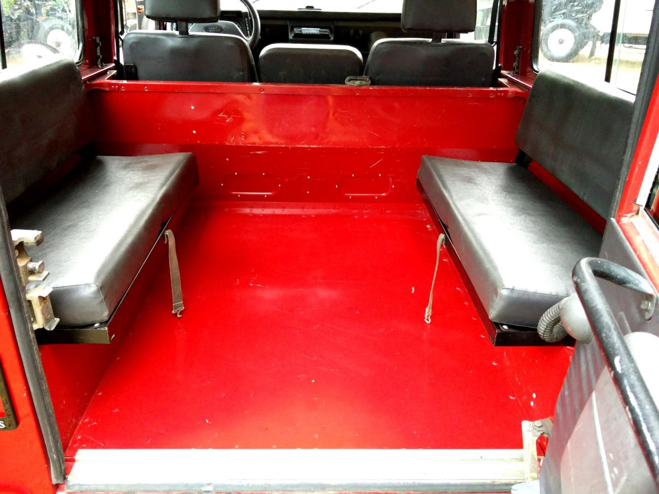 Click image for larger version  Name:1992 LR LHD Defender 90 Red 200 Tdi interior loadflloor with benchseats.jpg Views:162 Size:138.2 KB ID:263706