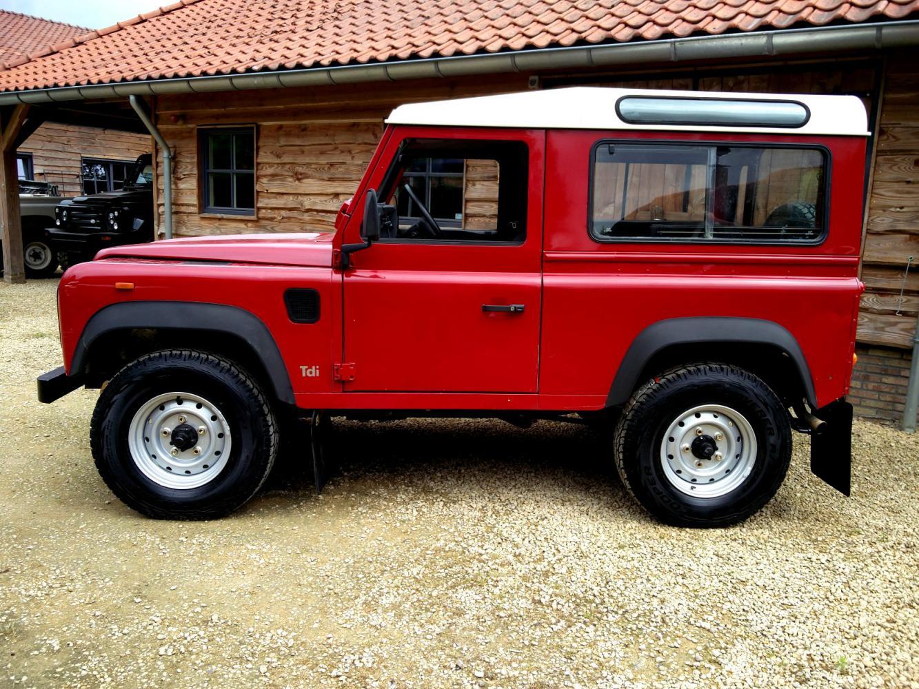 Click image for larger version  Name:1992 LR LHD Defender 90 Red 200 Tdi left side.jpg Views:230 Size:273.5 KB ID:263642