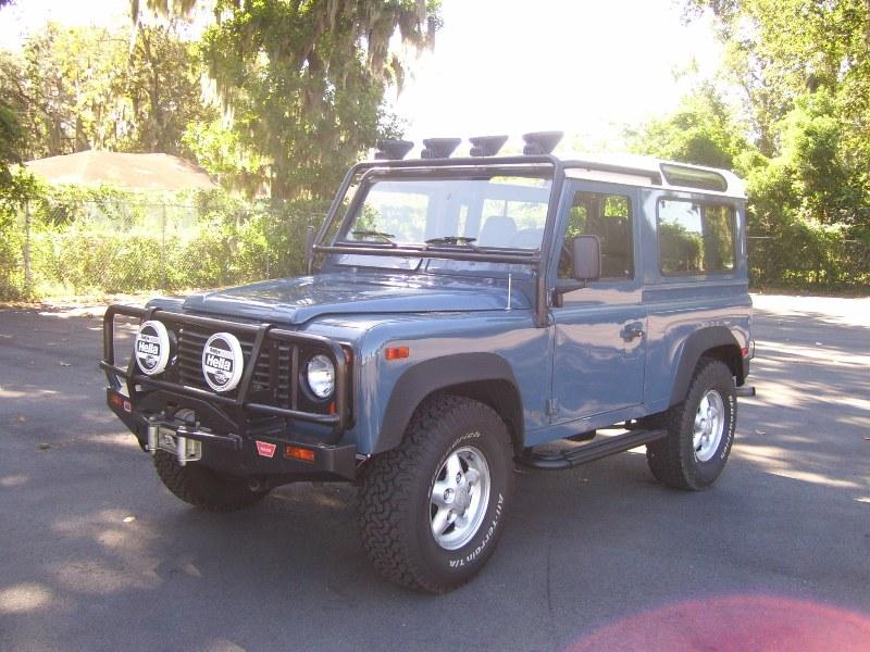 Click image for larger version  Name:1995 Land Rover Defender 001.jpg Views:79 Size:151.4 KB ID:42209