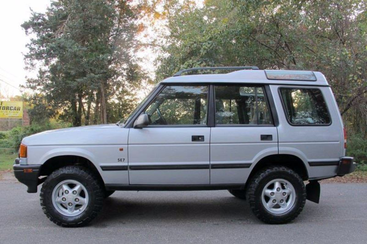 Click image for larger version  Name:1996 land rover discovery manual for sale second daily (2).jpg Views:68 Size:157.3 KB ID:340273