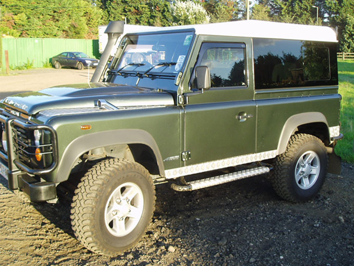 Click image for larger version  Name:19_land-rover-defender-masai-windows.jpg Views:1152 Size:115.7 KB ID:57184