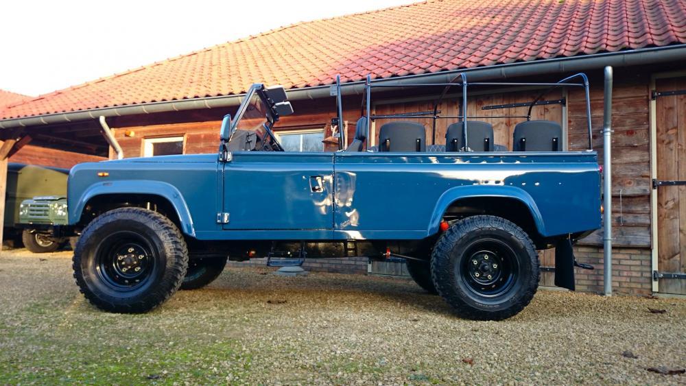 Click image for larger version  Name:2-1988-Land-Rover-Defender-110-soft-top-LHD-Arles-Blue-2.5-Td-day-15-open-left-side.jpg Views:526 Size:114.3 KB ID:122954