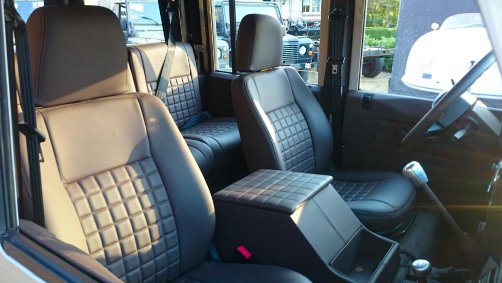 Click image for larger version  Name:2001 LR LHD 110 Td5 Soft Top Latte front seats.jpg Views:185 Size:71.7 KB ID:118961