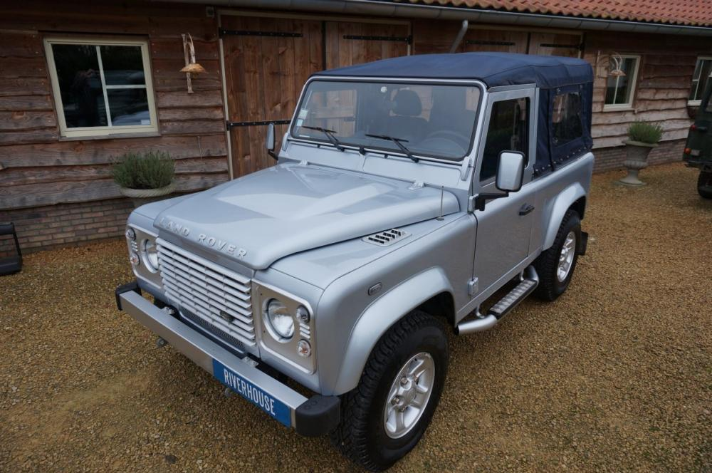 Click image for larger version  Name:2012 Defender 90 Soft Top Silver Edition left front top.jpg Views:206 Size:113.9 KB ID:87007