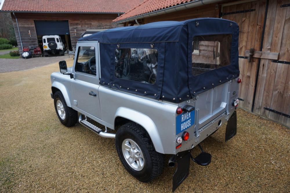 Click image for larger version  Name:2012 Defender 90 Soft Top Silver Edition left rear top.jpg Views:269 Size:117.5 KB ID:87008