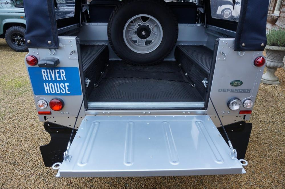 Click image for larger version  Name:2012 Defender 90 Soft Top Silver Edition loadfloor.jpg Views:191 Size:104.6 KB ID:87012