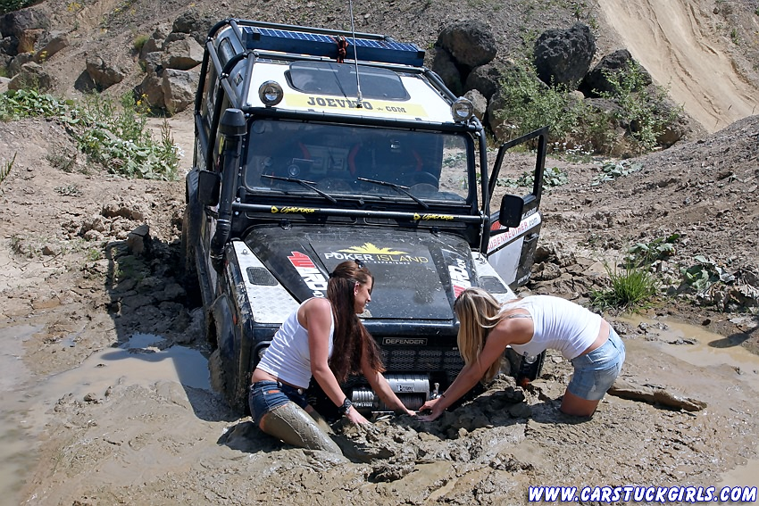 Click image for larger version  Name:2_defender_girls_stuck_in_mud_012.jpg Views:658 Size:335.8 KB ID:18659