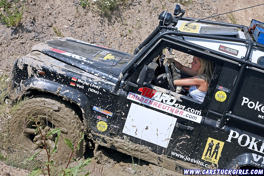 Click image for larger version  Name:2_defender_girls_stuck_in_mud_017.jpg Views:443 Size:353.8 KB ID:18660
