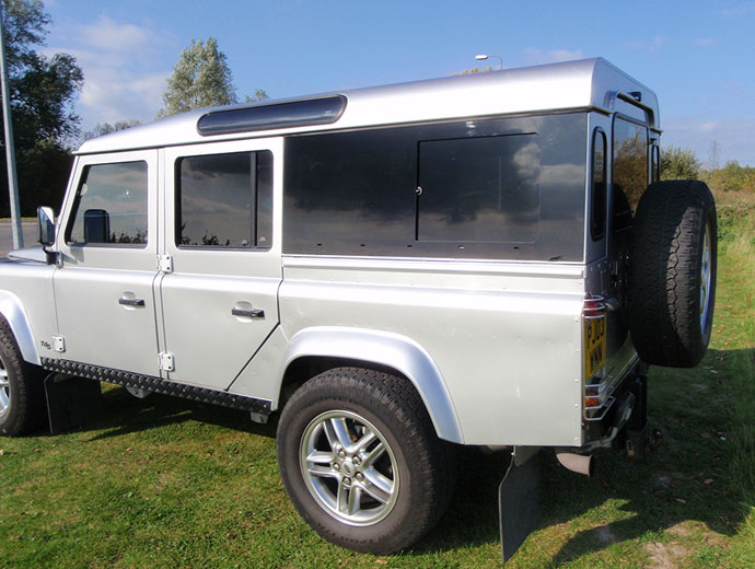 Click image for larger version  Name:31_land-rover-defender-masai-windows.jpg Views:1418 Size:84.3 KB ID:57185