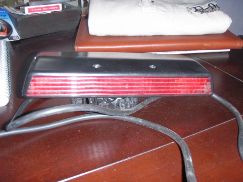 Click image for larger version  Name:3rd brake light 001.jpg Views:144 Size:78.0 KB ID:82220