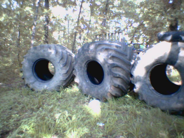 Click image for larger version  Name:5ton tires.jpg Views:97 Size:60.6 KB ID:714