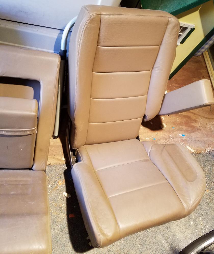Click image for larger version  Name:backseat 1.jpg Views:25 Size:99.4 KB ID:164769