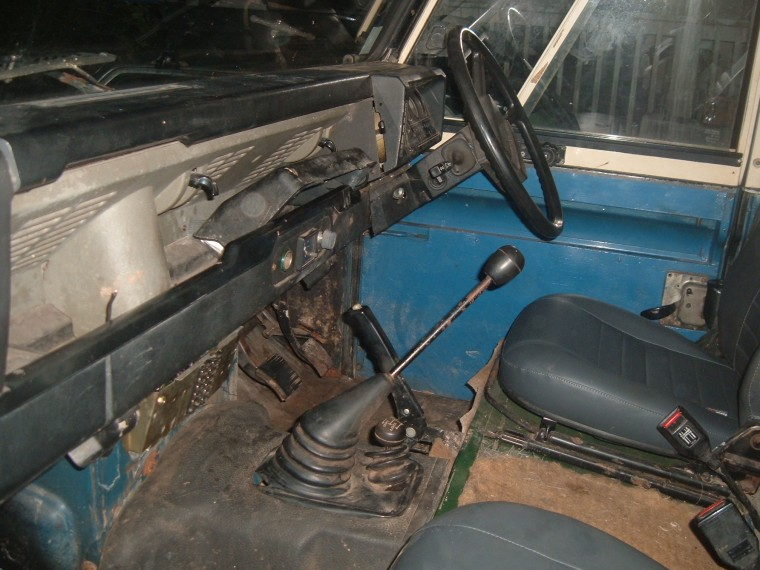 Click image for larger version  Name:Blue 110 interior small 1.jpg Views:140 Size:126.1 KB ID:28856