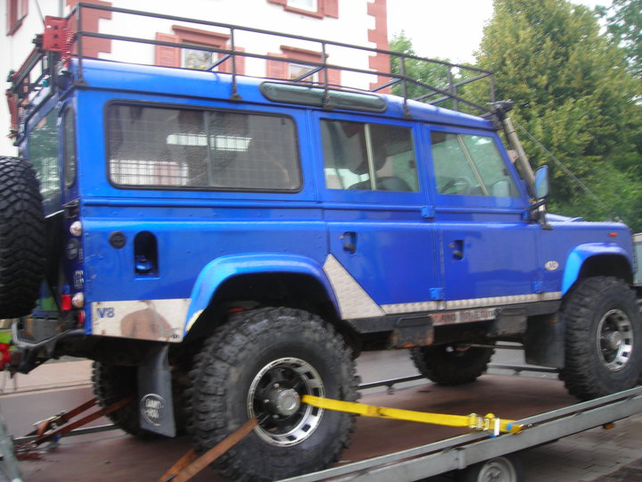 Click image for larger version  Name:blue truck.jpg Views:59 Size:94.9 KB ID:146084