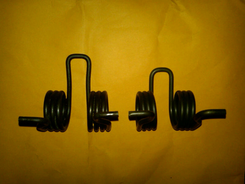 Click image for larger version  Name:clutch torsion spring Old on Left New on Right NAS D90 1994.jpg Views:90 Size:45.9 KB ID:87842
