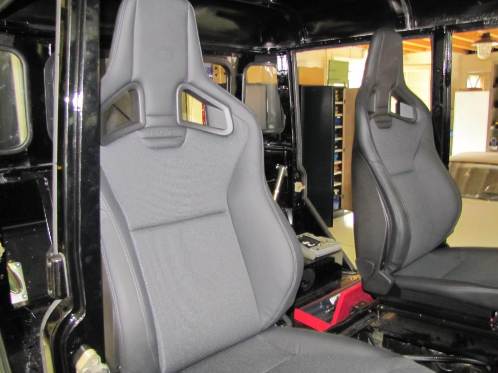 Click image for larger version  Name:Cody 127 building 2 front seats Recaro.jpg Views:257 Size:85.6 KB ID:55878