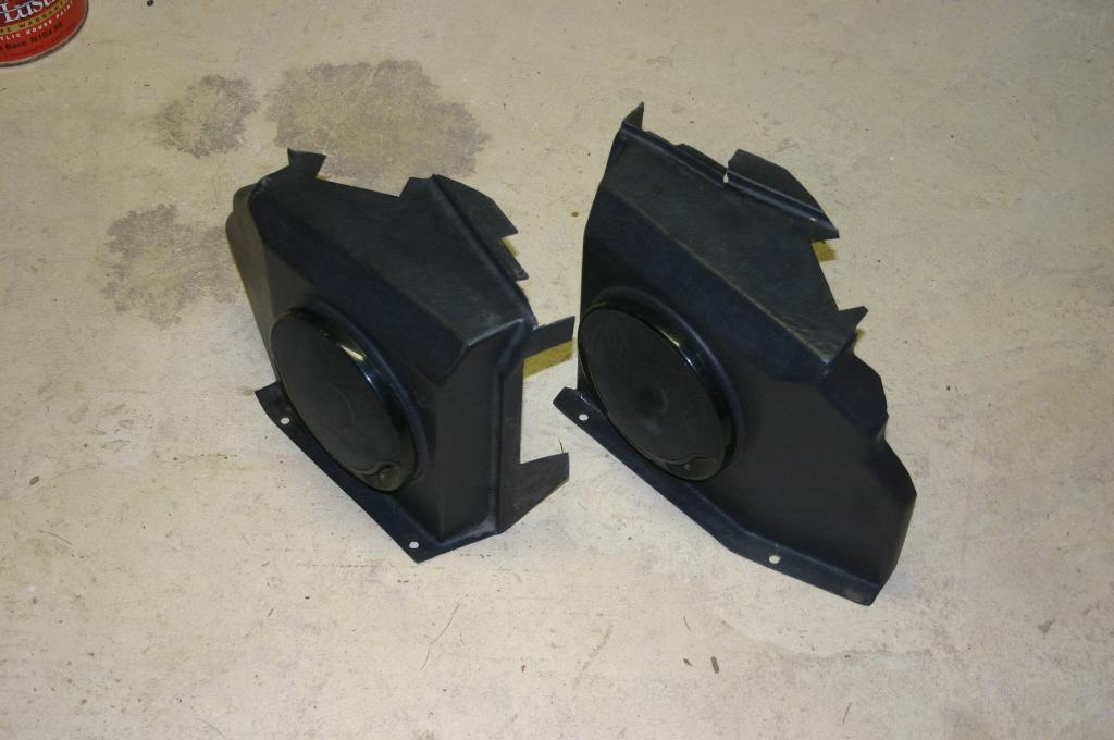 Click image for larger version  Name:D90 ST rear speaker boxes.jpg Views:128 Size:68.4 KB ID:29540
