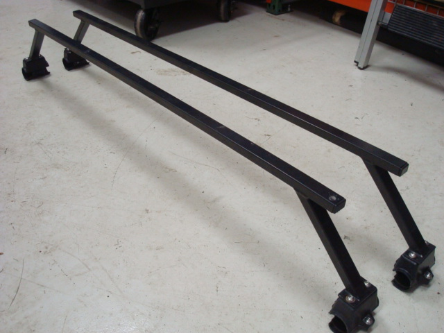 Click image for larger version  Name:D90 Thule Bars 02.JPG Views:83 Size:105.6 KB ID:48579