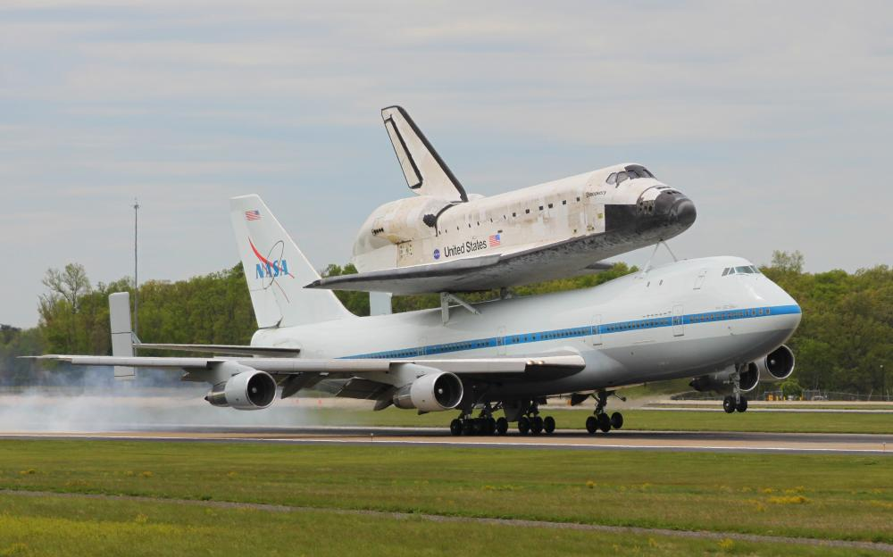 Click image for larger version  Name:Discovery Landing at IAD by Russell E Green-020.jpg Views:35 Size:61.3 KB ID:98614